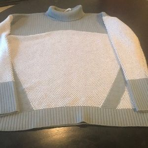 Looks Great 12 Lululemon Gray Women's Sweater